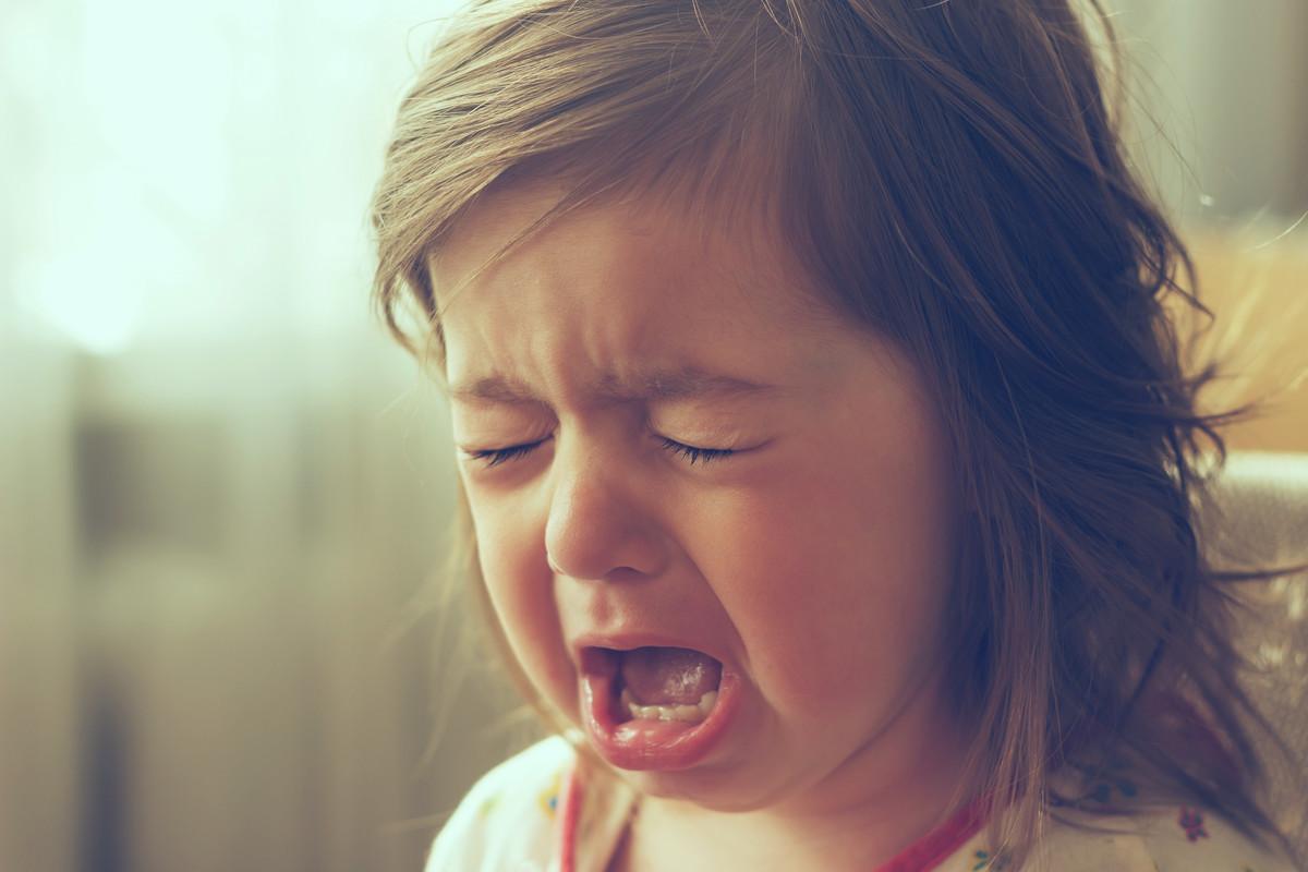 泣き叫ぶ子供