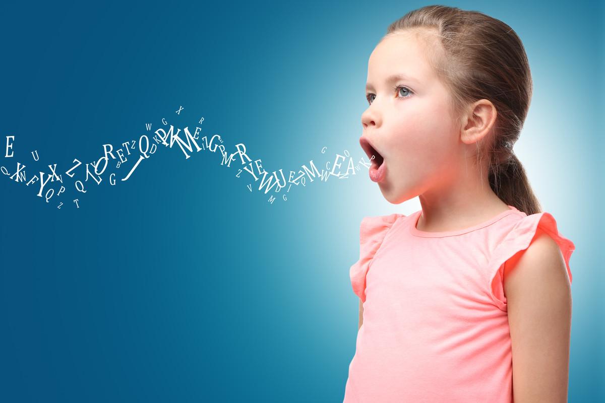 子供がたくさんの言葉を話すイメージ画像