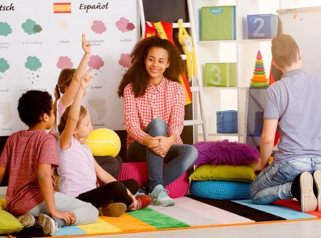幼児教育を受ける子供たちと先生