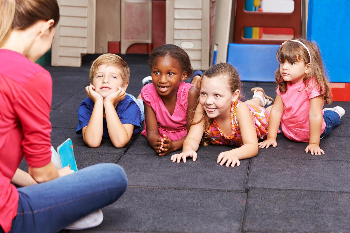 幼児教室で学ぶ子供達